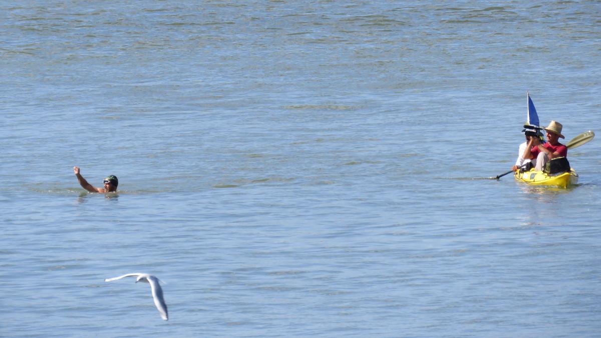 Avram Iancu a ajuns înot la Tulcea (3)