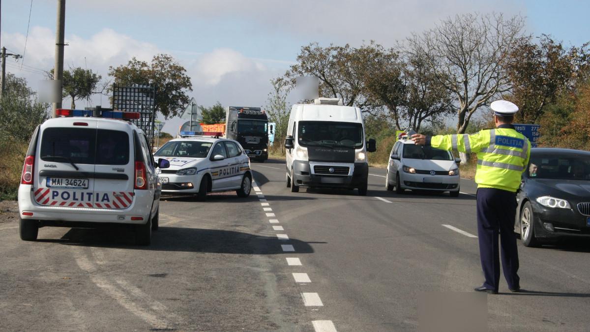 Politie rutiera in trafic (1)