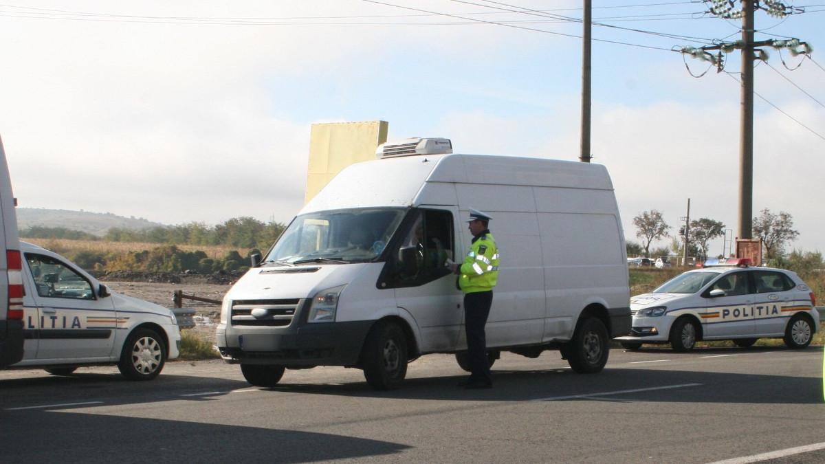 Politie rutiera in trafic (2)