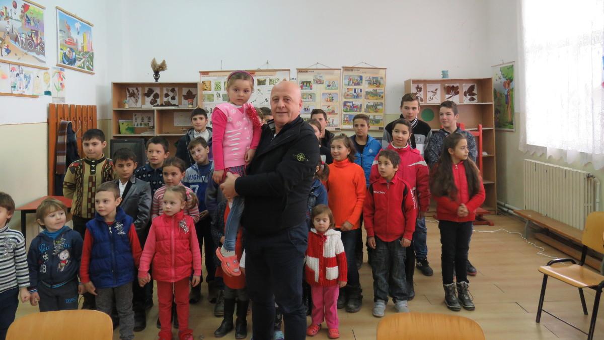 Horia Teodorescu, presedintele CJ Tulcea si elevi (3)