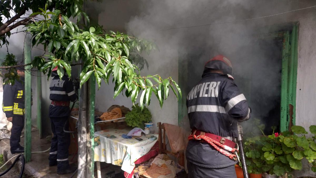 incendiu casa isu pompieri (5)